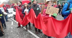 Paris: Manifestationer i protest och glädje